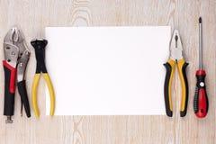 Outils de travail et feuille de papier Photographie stock