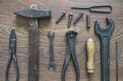 Outils de vintage sur le fond en bois Photo libre de droits