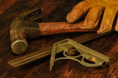 Outils du ` s de grand-papa, marteau, gant, niveau Photos stock