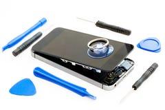 Outils endommagés de téléphone portable et de réparation Photos stock