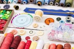 Outils et accessoires pour la couture Photographie stock libre de droits