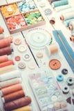 Outils et accessoires pour la couture Ton de vintage Photos libres de droits