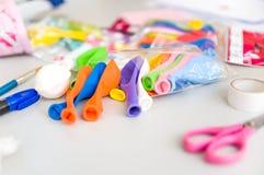 Outils et ballons d'art sans air Images stock