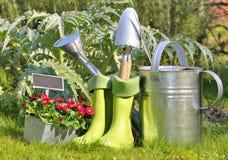 outils et bottes pour le jardinage image stock image du ressort concept 39241899. Black Bedroom Furniture Sets. Home Design Ideas