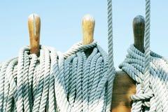 Outils et cordes en bois Image stock