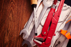 Outils et gants sur le Tableau avec l'espace de copie sur la gauche Photographie stock