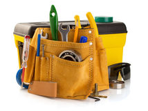 Outils et instruments dans la ceinture d'isolement sur le blanc images stock