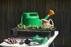 Outils et matériel de jardinage Photographie stock libre de droits