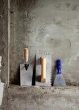 Outils et spatule de truelle d'acier inoxydable de construction image stock