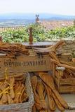 Outils et ustensiles en bois sur le marché de Gordes Photo libre de droits
