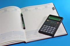 Outils financiers, ordre du jour, crayon lecteur et calculatrice Photographie stock libre de droits