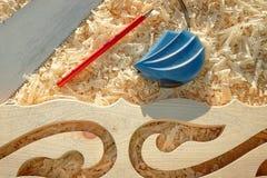 Outils importants de mesure de bande et de crayon en sciant les conseils et les platbands en bois Photographie stock libre de droits