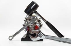 Outils mécaniques réparant le moteur Photographie stock libre de droits