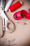 Outils pour coudre et fabriqué à la main Images libres de droits