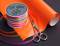 Outils pour emballer des cadeaux Images stock