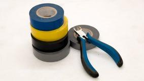 Outils pour l'électricien ruban adhésif et pinces Images libres de droits