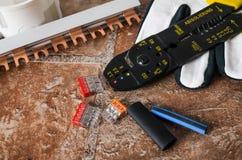 Outils pour l'installation électrique, plan rapproché Photos stock