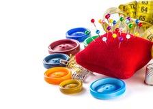 Outils pour la couture : bouton, dé, goupilles Photo libre de droits
