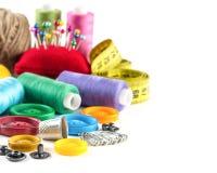 Outils pour la couture : bouton, dé, goupilles Image libre de droits