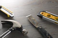 Outils pour la rénovation sur le plancher Photographie stock libre de droits