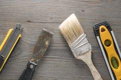 Outils pour la rénovation sur le plancher Images stock