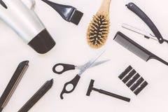 Outils professionnels de coiffeur sur le backgroung blanc images libres de droits
