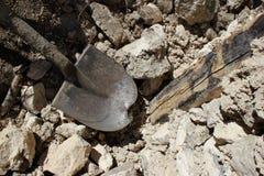 Outils simples utilisés dans la construction de maison près de Mirebalais, Haïti Image stock