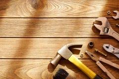 Outils sur le fond en bois avec l'espace de copie Photographie stock libre de droits