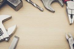 Outils sur un fond en bois Photographie stock