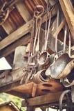 Outils vieux et d'oxyde dans une ferme photos libres de droits