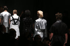 Outkastpeople-Brücke in Mercedes-Benz Fashion Week Istanbul Lizenzfreie Stockfotografie