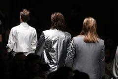 Outkastpeople Catwalk i Mercedes-Benz Fashion Week Istanbul Fotografering för Bildbyråer
