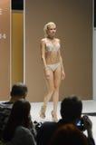 outono branco da mostra de Desire Moscow Lingrie Expo Fashion do louro de Lingrie Imagem de Stock Royalty Free