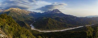 outono da cordilheira de Athamanika, panorama de Dourado-hora fotografia de stock