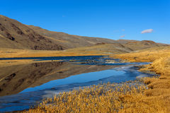 outono da reflexão das montanhas do lago Fotos de Stock