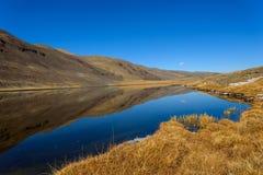 outono da reflexão das montanhas do lago Fotos de Stock Royalty Free
