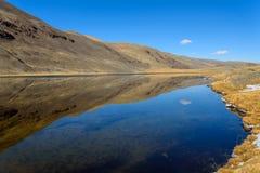 outono da reflexão das montanhas do lago Fotografia de Stock Royalty Free