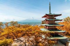 outono de Beuatiful em Japão no pagode vermelho com Mt fuji Fotografia de Stock Royalty Free