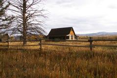 Outono, edifícios de exploração agrícola ocidentais velhos Imagens de Stock
