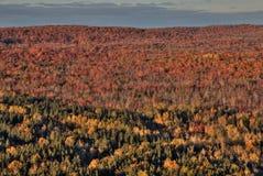 outono em Carlton Peak das montanhas do Sawtooth em Minnesota do norte na costa norte do Lago Superior fotos de stock royalty free