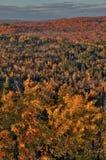 outono em Carlton Peak das montanhas do Sawtooth em Minnesota do norte na costa norte do Lago Superior imagens de stock royalty free