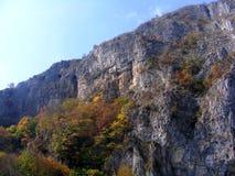 outono em desfiladeiros de Oltet, montanhas de Parang fotografia de stock