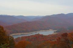 Outono em grandes montanhas fumarentos Imagens de Stock Royalty Free