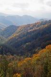 Outono, grandes montanhas fumarentos NP fotografia de stock royalty free