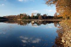 outono na lagoa Fotos de Stock
