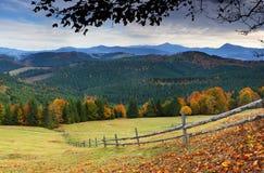 Outono nas montanhas Imagens de Stock