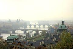 Outono nevoento em Praga Fotos de Stock Royalty Free