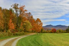 outono sobre um prado de Vermont imagens de stock