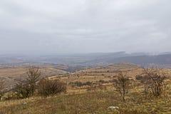 Outre de la route de route près de la forêt d'Aiud Photos stock