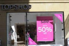 50% OUTRE DE LA VENTE À TOPSHOP Photos stock